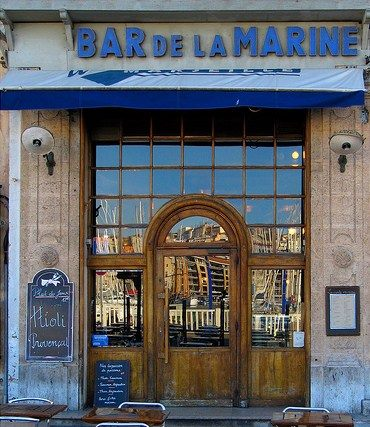 Le bar de la marine, face à la mer